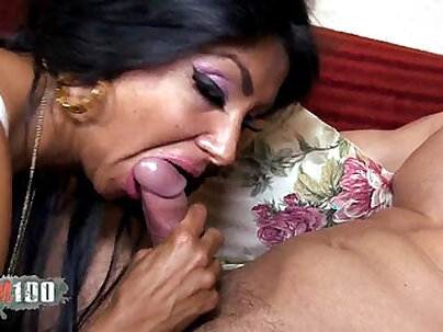 Arab slut gets fucked rough anded beautiful threesome Desert