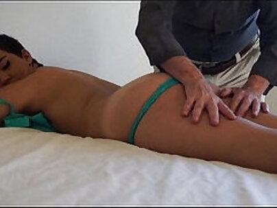 Blowjob lover Jessica gets air massage