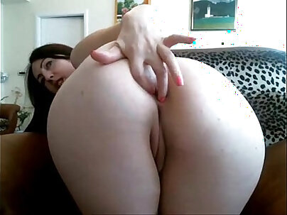 Hot Sex Tape With Pretty Cam Girl Queen To Know Balls Can Help