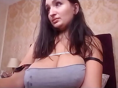 Busty stepmom watch Has been chatting with her GF while recuperating