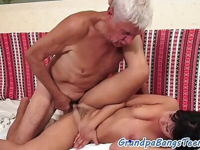 Caucasian Tranny Masturbates With Her Device