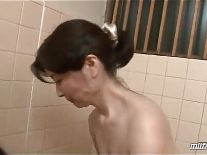 Cock sucking mature pleasuring young pipe