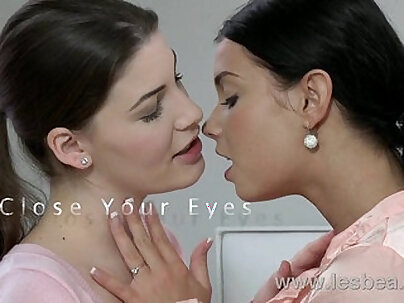 Lesbea HD Young girl feasting on her lovers wet pussy