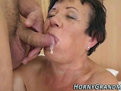 Cum tribute for Granny Valentina Shows How