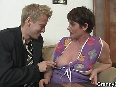 Old mom spreads legs for hard cock