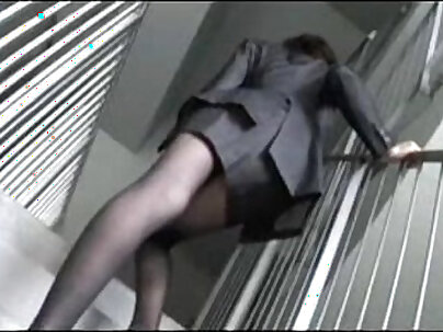 Amateur Try Out A New Model - OFFICE COM PAYS! File this video with a friend for your