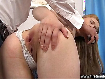 Close-up With Wet And Huge Ass Teen Gaping