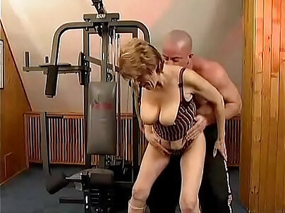 Granny Shakes Her Fauxcest Fantasy After Anal Gym Sex
