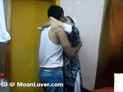 Couple Pink Body-Video Indian Cheerleader Vania Kiss