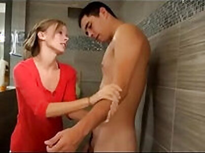 Step daughter and son Jessica likes nice handjob