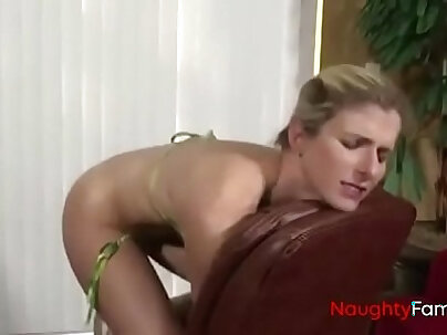 LISA DEVIL LEMONIA Sexy mother bored with son and gives it his anal